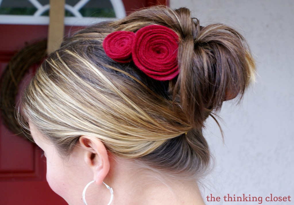 Felt Flower Rosettes - - from wreath decor to hair accessories!  via The Thinking Closet