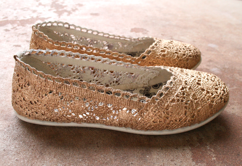 Gold Shoe Makeover   Learn how to transform some plain crochet flats into glitzy gold gilded show-stoppers using this step by step tutorial from the Shoe Makeover Queen herself, Allison of Dream a Little Bigger.  #liquidgilding