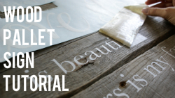 Wood Pallet Sign Tutorial via The Thinking Closet