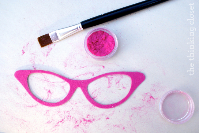 Using flocking powder to create DIY photo booth props!  via thinkingcloset.com