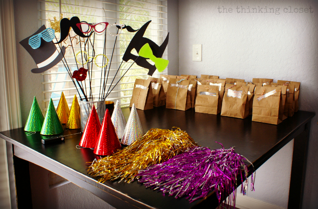 DIY Photo Booth Props! Via Thinkingcloset.com