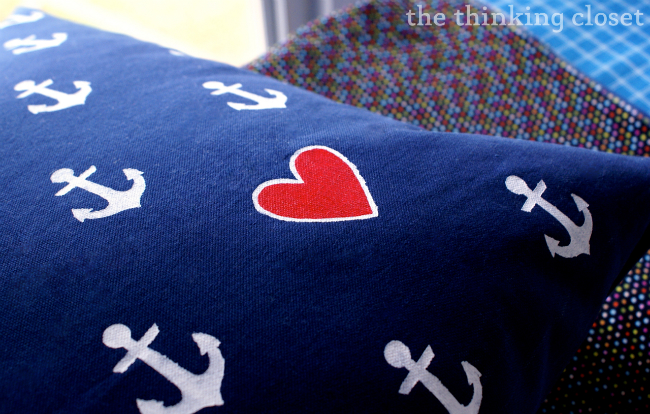 Anchor & heart pattern pillow tutorial via thinkingcloset.com