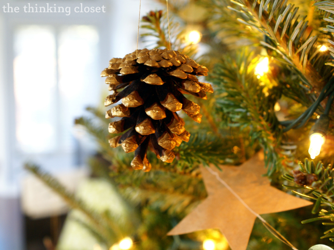 Gold-Brushed Pine Cone Ornaments!  Way to amp up the rustic glam factor!