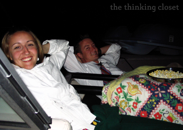 Outdoor Movie! 1 of 101 Creative Date Nights on a Dime via thinkingcloset.com