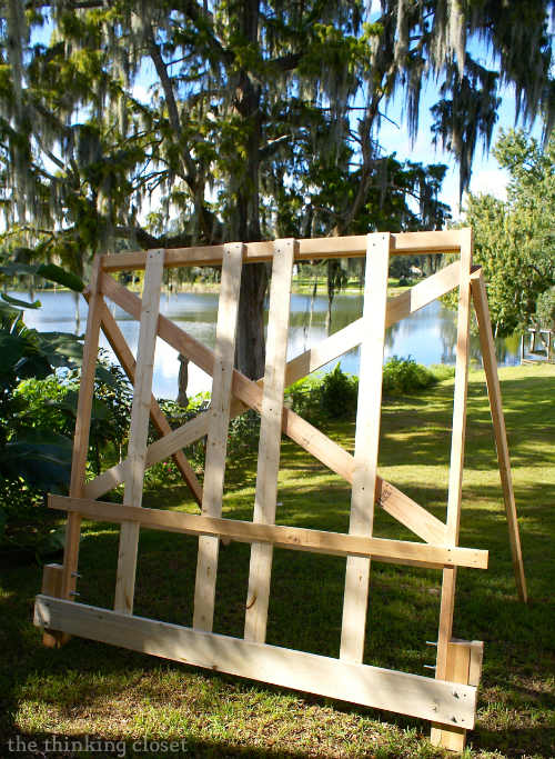 Tips & Tricks for Building a Pallet Headboard: The Scaffolding! via thinkingcloset.com