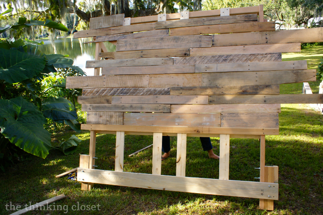 Tips & Tricks for Building a Pallet Headboard: Laying out your boards via thinkingcloset.com