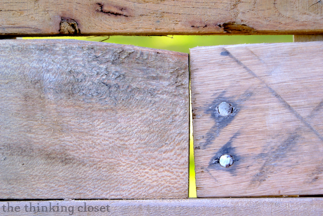 Tips & Tricks for Building a Pallet Headboard: Minding the gaps via thinkingcloset.com