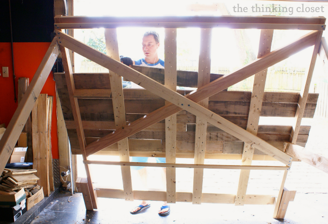 Tips & Tricks for Building a Pallet Headboard via thinkingcloset.com