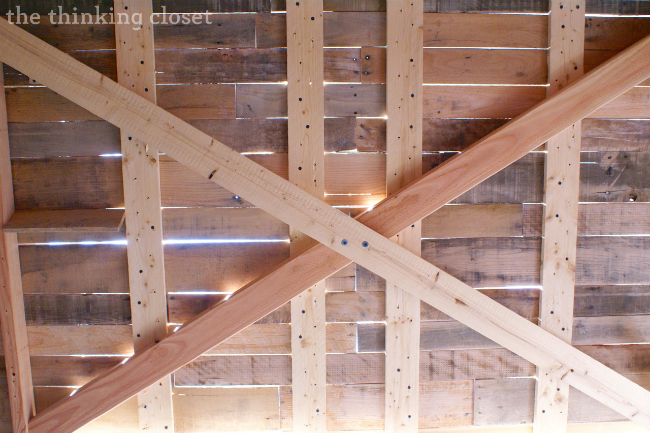 Tips & Tricks for Building a Pallet Headboard: Reinforcing via thinkingcloset.com
