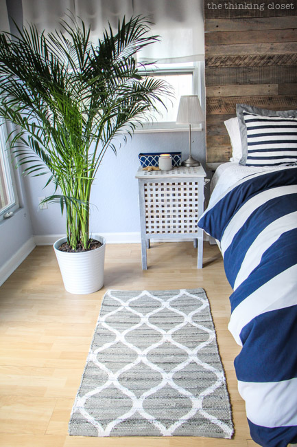 Before after rustic nautical master bedroom makeover for Decoration fenetre ikea