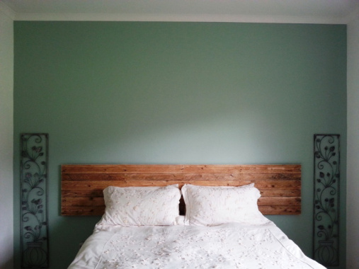 Pallet Headboard by Alison, Featured in The Thinking Closet's Winter 2014 Reader Showcase