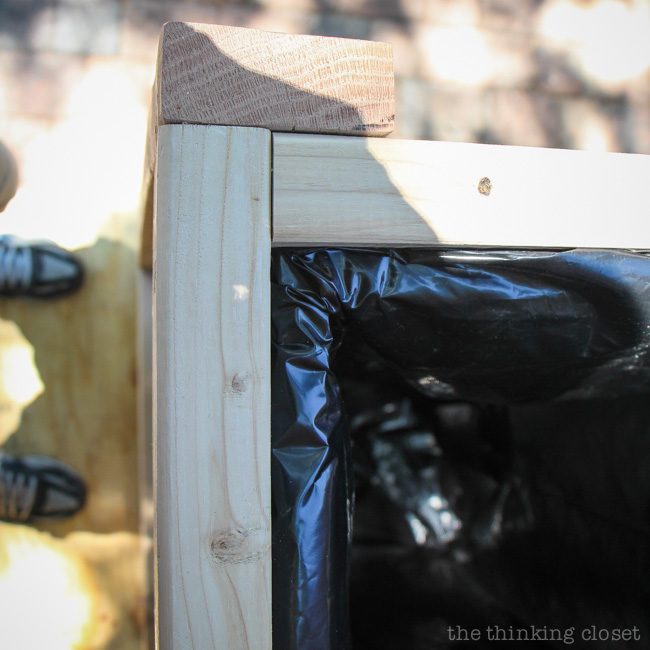 How the contractor bag is secured to the inside frame of the Pallet Recycle Bin via thinkingcloset.com