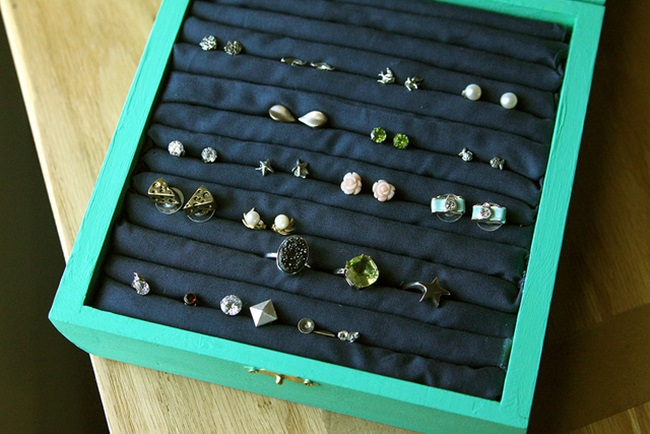 DIY Jewelry Box: 1 of 10 Inspiring DIY Jewelry Displays at thinkingcloset.com. Don't you love it when organization can simultaneously inspire?