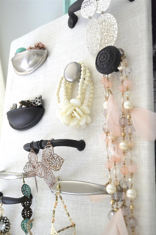Lovely DIY Jewelry Organizer: 1 of 10 Inspiring DIY Jewelry Displays at thinkingcloset.com. Don't you love it when organization can simultaneously inspire?