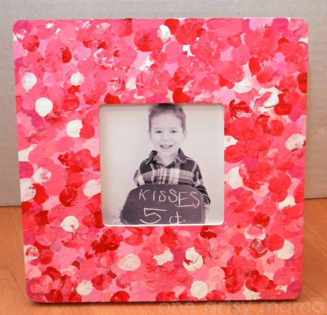 Fingerprint Photo Frame | One of 30 Last-Minute DIY Gifts for Your Valentine over at the thinking closet!